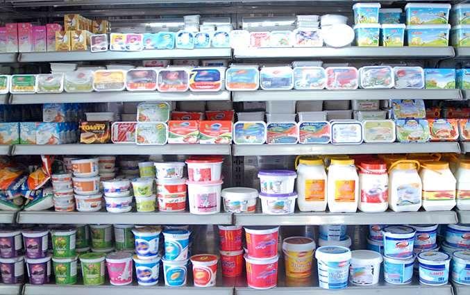 قفسه لبنیات در سوپرمارکت